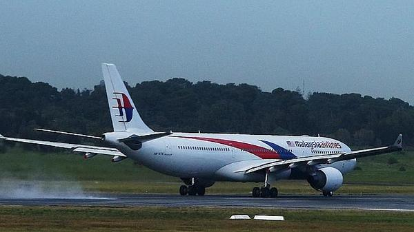 #MalaysiaAirlines takeoff aborted to avoid Tigerair plane landing at #Adelaide Airport