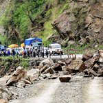 #Kedarnath yatra halted, fresh landslides block more than 150 key roads in #Uttarakhand - http://t.co/Fr5KCzRFtE http://t.co/3OBMl8EPp8