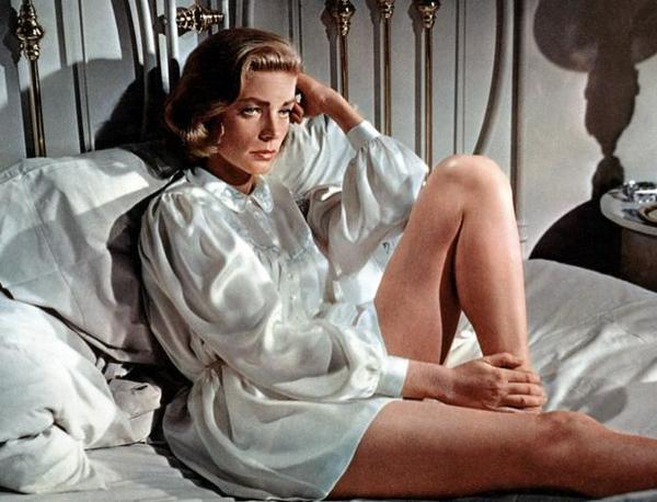 RT @martinbianchi: Con Lauren Bacall el mundo era un poco menos vulgar #LaurenBacall http://t.co/qZK08vskbH