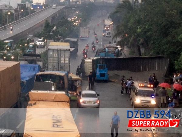 8-vehicle accident at C5-Kalayaan causing heavy traffic now — RT @dzbb: Mabigat na daloy ng tr... | via Mao Dela Cruz http://t.co/T2AYC6Pmi3