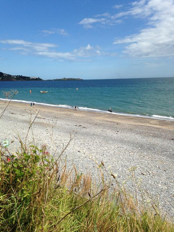 Bray to Dalkey walky today, with this view. #dublin #nofilterneeded http://t.co/su6EKja8tw