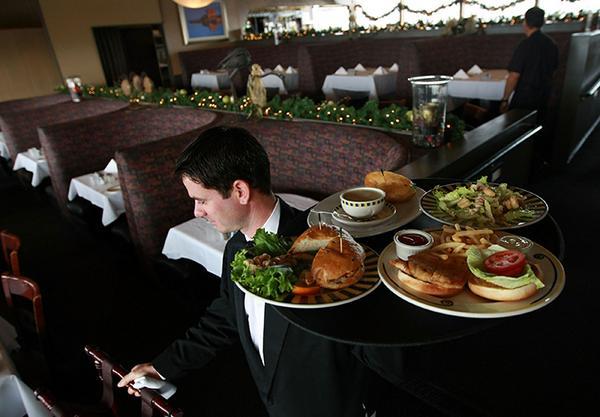 Restaurant vergelijkt beveiligingsbeelden uit 2004 met nu. Dit is waar ze achter kwamen: http://t.co/dCK5HWo6JI http://t.co/VyCnFDMrn9