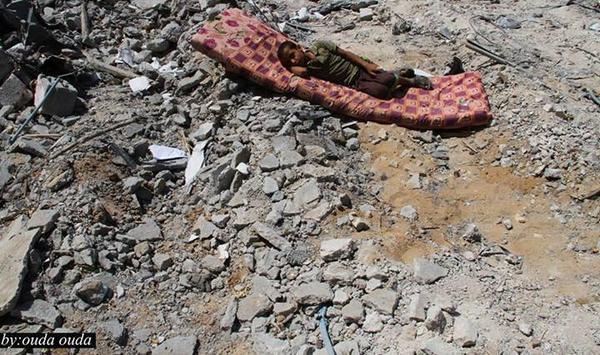 One boy sleeps on a mattress over the rubble of his destroyed house by Israeli bombing #Gaza (via @RayaFM) http://t.co/HrLqjpPgR9
