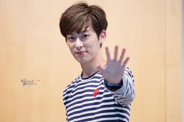 """Boyfriend_heree: 140824 Donghyun at Cheongryangri Fansign (4) (cr: BF_VANILLA) http://t.co/2RkYWIjQp5"""