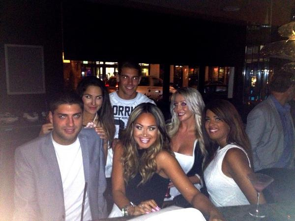 From our night out on tues .. @Bianncajo @Winston_Showan @stevenjbgoode @Kimberly_Kisse @Tamara_stewartw http://t.co/qucDo9Zyrp