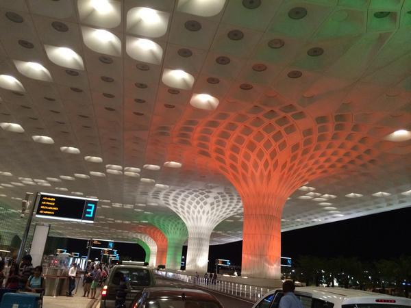 Love the spirit @mumbai airport #HappyIndependenceDay http://t.co/vYpihZbWZY