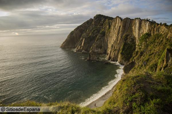 """""""@SitiosdeEspana: Una de las playas mas bonitas de #Asturias, Playa del #Silencio: http://t.co/pgWkl6TlCp #Spain https://t.co/7D0CtzNvNS"""""""