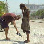"""RT @geisharodriguez: """"@sabiastuque_: No podemos ayudar a Todos, pero Todos podemos ayudar a Alguien http://t.co/4LI2lv86UE"""""""