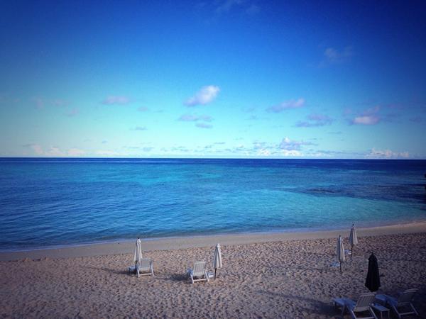 今日も与論島はいい朝!お天気良くてきもちーい!! http://t.co/8YI8ebMeIB