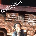 Con la bufanda que le regaló una fans @Ricardo_Arjona #ViajeTour #Guayaquil http://t.co/gweuDB0w7R