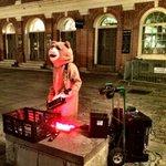 RT @colinsteele: Keytar Bear rockin' out in Faneuil Hall! @universalhub http://t.co/TGjU7DuNn0