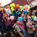 RT @decasaencasatc: @coppianocinthya compartiendo con aquellos que ella valora...¡El público! #FelizCumpleZadira por @tctelevision http://t.co/06ZRoug8Id