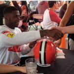 Josh Gordon and the rest of the players just started signing autographs here at Pig & Whiskey. http://t.co/VMGC0Q9wOu
