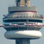 Snowbirds soar past #Torontos CN Tower Sunday during Canadian International Air Show - Photo taken by @ibhattac http://t.co/30KikYvazc