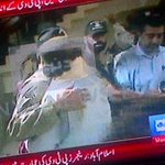 #Pakistan Army soldiers embrace peaceful protesters who leave PTV building. See difference, #PMLN #Islamabadmasacre http://t.co/8iD4x6OvVb