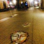 Vu ce soir rue de la Liberté à #Dijon Une solution que javais envisagée pour rendre le bitume +agréable ! #streetart http://t.co/Qxbc8BeD7r