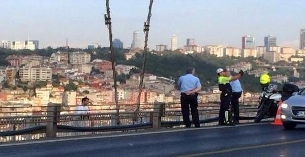 Yeni Türkiye'nin gazetecisi ve polisi. Hayrını görün! http://t.co/Ts2zxDp0Hz