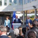 RT @claudebartolone: Avec @fhollande et @najatvb pour la rentrée scolaire au collège Louise Michel de Clichy-sous-Bois. #Rentrée2014 http://t.co/WfX3440LRt