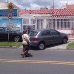 Doctor @petrogustavo: los bogotanos nos quedamos sin andenes porque ahora son para los carros. Vía @Maorodriguezgon http://t.co/sGqH93VYfo