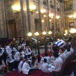 Cientos de uruguayos despiden a #ChinaZorrilla en el Palacio Legislativo. http://t.co/lnsNamiqSb