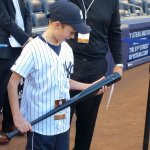 RT @Yankees: Derek Jeter gave this young fan his bat after BP today. His face says it all. #FarewellCaptain #Yankees http://t.co/2eqhcNtafy