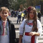 RT @novostidnua: Тон шествию в вышиванках задаёт молодёжь #Мариуполь http://t.co/ahw1g7RD9D