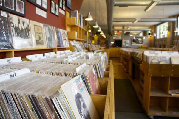 US. Vinyl record sales have jumped to 6 million http://t.co/ViZmSdC6DS @Marketplace @DustyGroove http://t.co/Bw7gt3DZr2