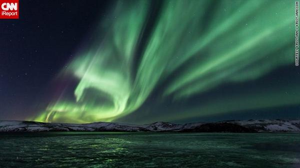 Tonight #NorthernLights may be visible as far south as Seattle, Chicago, NYC. Share photos: http://t.co/frme3CjCrr http://t.co/eIbU3F4hLn
