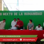 Inicia sesión solemne de Cabildo. Alcalde de #Calakmul entrega a @ferortegab volumen del 2do Informe de Actividades. http://t.co/V2bTqkmXSr
