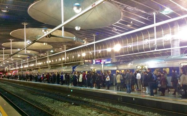 Gerry Brownlee says no-one uses trains and that the CRL isn't a priority. Meanwhile @ Britomart @TransportBlog http://t.co/DZsyWtmivO