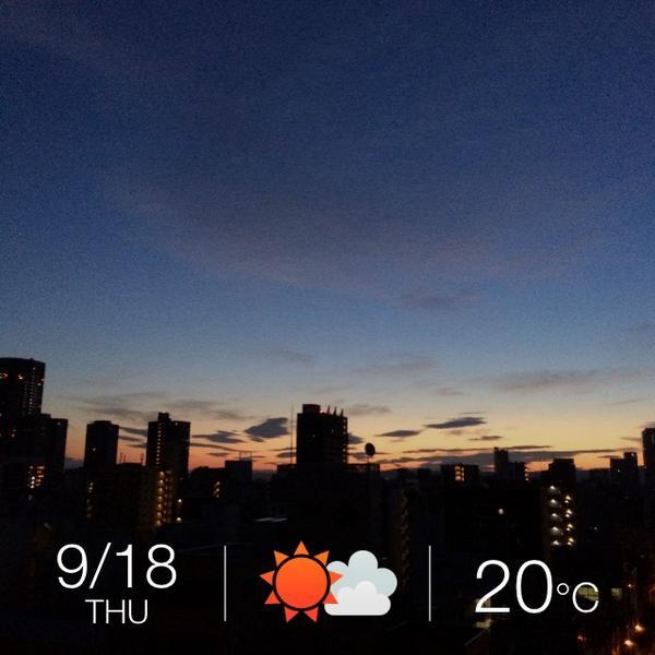 綺麗なグラデーション : 9月18日(木) 大阪府大阪市北区 晴時々曇 20ºC 10% #そら案内 http://t.co/KNgWTqekKH http://t.co/LqFhKAxUvB