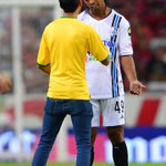 RT @TD_Deportes: VIDEO Ve el momento en que un espontáneo solicitó autografo a Ronaldinho en pleno juego http://t.co/5voUdkN4EM http://t.co/BJ7YSTu7Vt