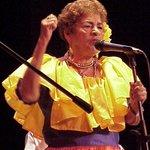 Se nos fue María Rodríguez Voz y Alma del Pueblo Oriental,hoy en Cumaná la despiden entre Cantos y Lágrimas de Amor. http://t.co/JIIF3mlIZD