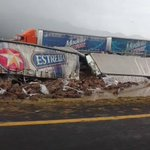 """""""@Trafico_ZMG: Trailer quedó volcado en el kilómetro 40 GDL- Colima http://t.co/A4IEGw6tcy"""" // órale a surtirse para el domingo muchachos"""