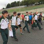 東コースウォーク、S字コーナーまできました!小林可夢偉選手と遭遇! #JapaneseGP #F1jp http://t.co/jYc0rbkc6w