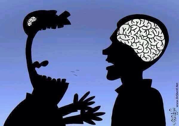 """""""مناقشة العقول الصغيرة كالقيام بالضغط على رأس عطر فارغ مهما اجتهدت في ضغطه لا ينتج عطراً بل يؤلم إصبعك لا أكثر! #درر"""" http://t.co/VY7E7qxTNi"""