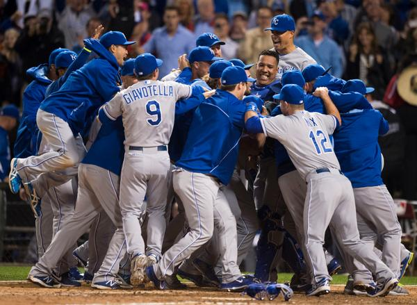 The #Royals swarmed the field to celebrate making the playoffs for the first time since 1985. http://t.co/lJ0b0TPpe0