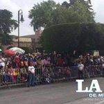 Miles de personas están listas para disfrutar del Desfile Cívico #FiestasMorelianas http://t.co/RlhQW66zOu