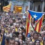 RT @cuartopoder: Masivo rechazo de los catalanes a la prohibición de la consulta. #Fotogalería http://t.co/QqQDr2K73V #Araeslhora9N http://t.co/KXNOhdBEAs
