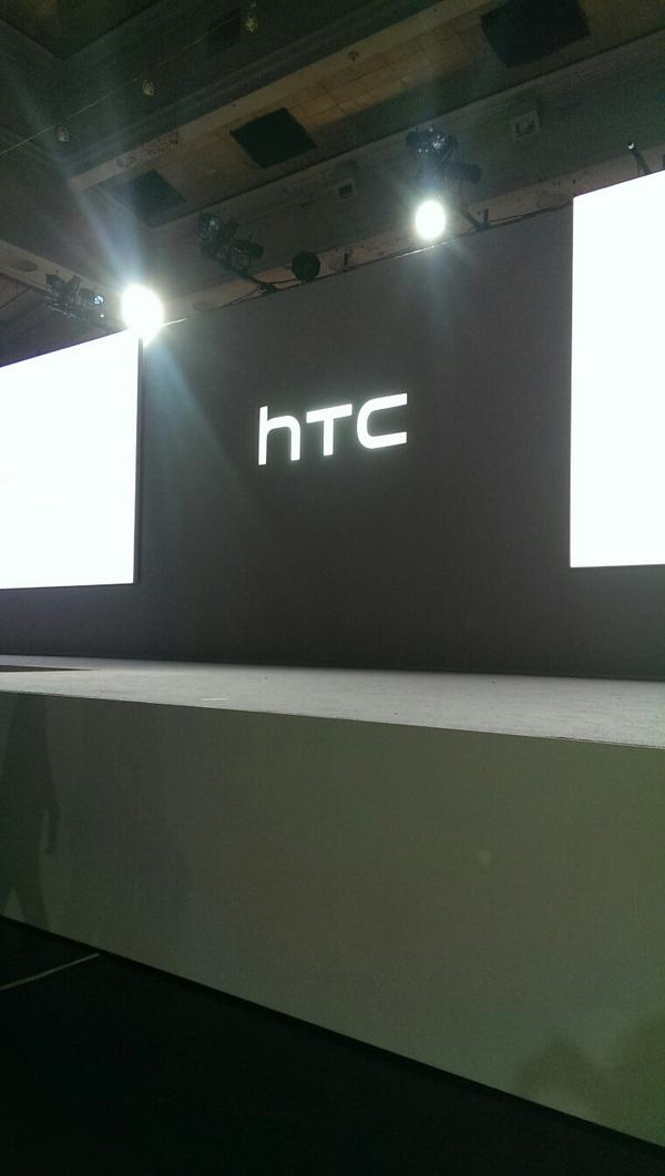 At the #HTCLIVE event Get ready and Get Excited!! http://t.co/dJAYDo0fb5