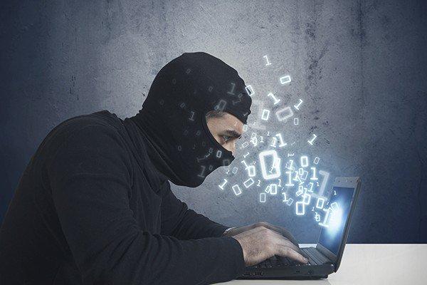 🇫🇷 #CyberCrime Le pirate espionnait Laura Smet et une vingtaine de personnalités depuis plusieurs années. https://t.co/Tm3rpsk9E2