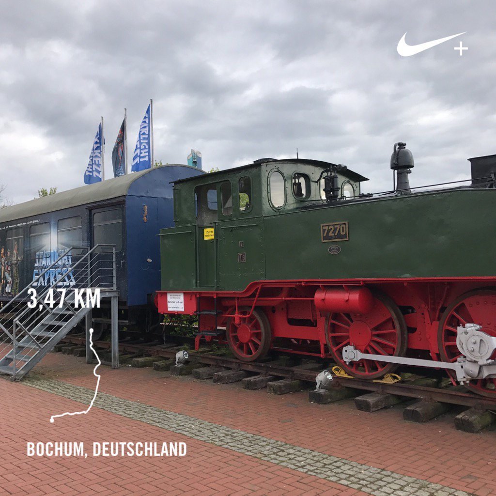 Zu Fuß zum #SchulzZug eh zum @StarlightExpr in #Bochum. #NikeFuel #StarlightExpress https://t.co/cPtGUVZoSi