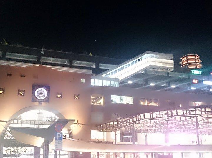 ただいま!大分駅、映画ReLIFEのCMがたくさん流れてる~!(°▽°)