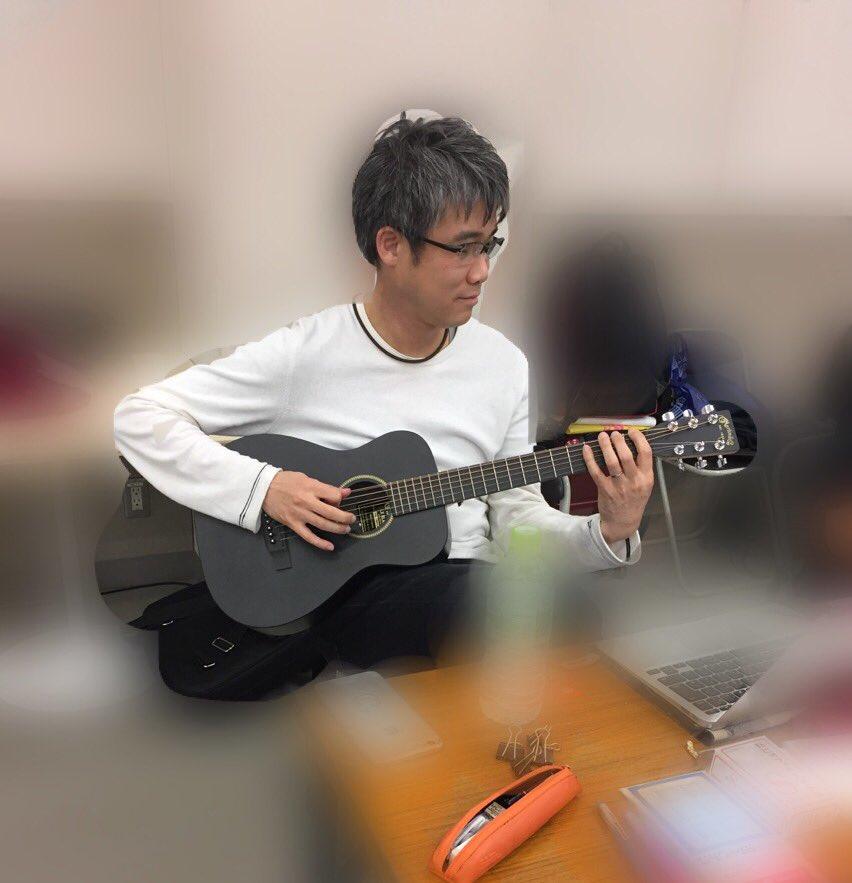 舞台「あさひなぐ」、本日も熱の入ったお稽古が行われました。 演出家・板垣さん自らギターを爪弾いて音...
