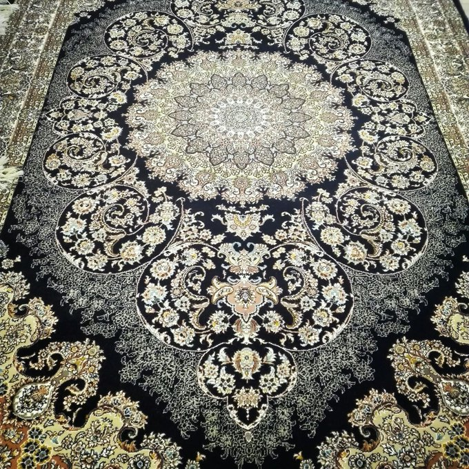 Iran made Carpets #pchcollection  #mirdifcitycenter  #carpets #dubai https://t.co/HxOy2nn0wN