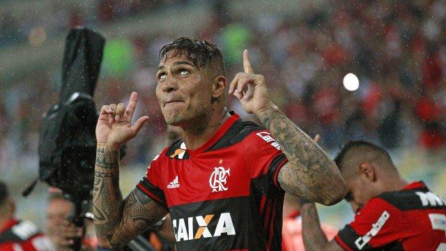 Artilheiro do Flamengo, Guerrero ganha elogios de Romário 'Está de parabéns'.