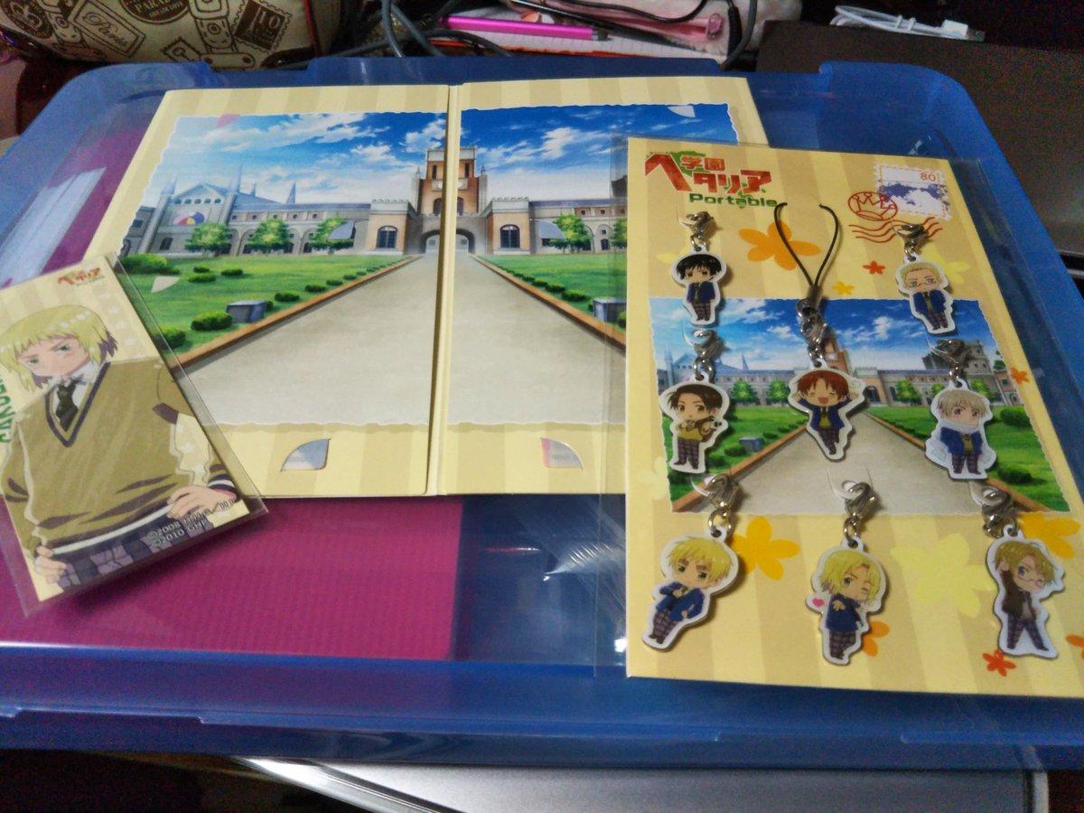 引き出し整理してたら懐かしいの出てきた…ヘタリアのゲームの特典……売れるかなぁ←