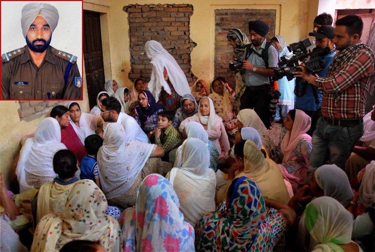 #Punjab CM @capt_amarinder announces Rs 5 lakh ex-gratia for Punjab soldier killed in #SukmaNaxalAttack.