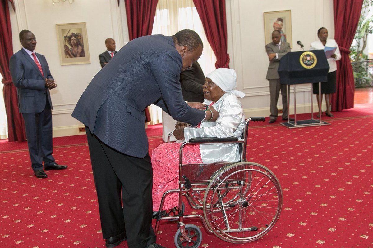 President Kenyatta gives award to Dedan Kimathi's widow