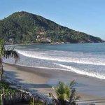 A estação mais aguardada do ano é acompanhada de sol, praia e água fresca